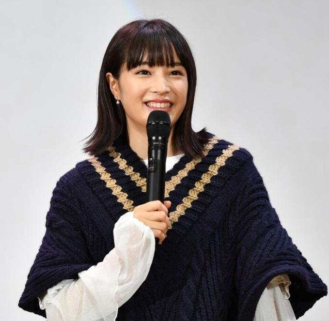 生田斗真と広瀬すずが「先生!」ロケ地の高校にサプライズ登場、号泣する生徒も